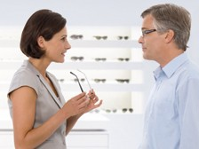 benefits_optican-with-patient_224x168