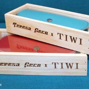 Tiwi-Teresa-Seco-43-Aluminium-Pink-case