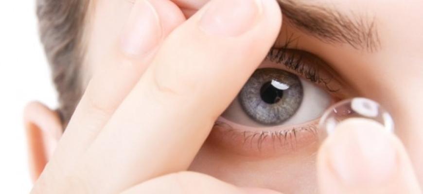 cuidados-para-tus-lentes-de-contacto-opticacliment-cuida-lentillas